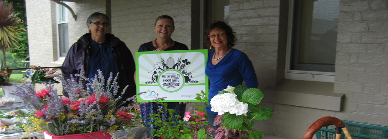 Doris-Razeng,-Marianne-Bartram-and-kerry-Tobin-at-the-first-Farm-Gate-pop-up-stall